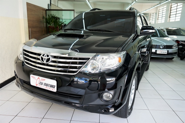 Toyota HILUX SW4 SRV 7LUGARES 2015/2015